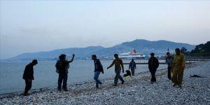 Yunan adalarındaki sığınmacılar ana karaya taşınıyor