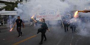 Yunanistan'da lise öğrencileri polisle çatıştı