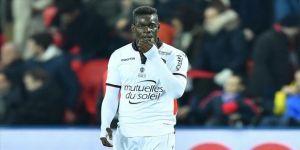 Roma Kulübünden ırkçı tezahüratlara maruz kalan Balotelli'ye destek mesajı