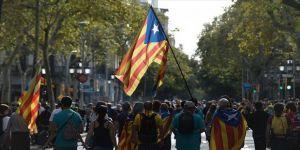 Katalonya, İspanya genel seçimlerinin güvenliğini tehdit ediyor
