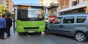 Gebze'de halk otobüsü ve araç çarpıştı