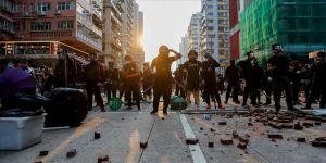 Hong Kong'da protestocular metro istasyonu ve alışveriş merkezine saldırdı