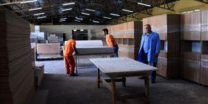 Hükümlüler adliye ve cezaevlerinin tefrişi için ter döküyor