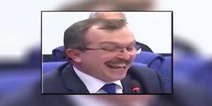 Sen gülerken millet ölüyor !