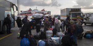 Yunan adalarındaki düzensiz göçmenler ana karaya taşınıyor