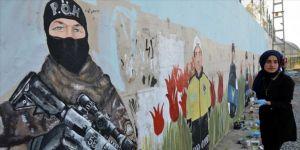 Muş'ta öğrenciler, 57 metrelik güvenlik duvarını resimlerle süsledi