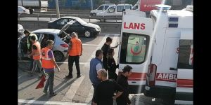 Kontrolden çıkan araç bariyerlere çarptı ! İki yaralı