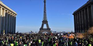 Fransa'ya damga vuran sarı yeleklilerin gösterileri