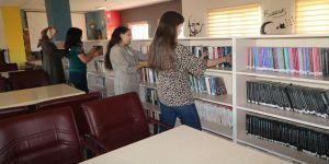 Gönüllü Eller' Yüksekova'da belediye kütüphanesini yeniledi