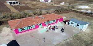 Diyarbakır'ın eğitim neferleri kırsaldaki okulları yeniliyor