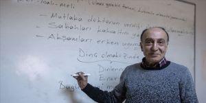 Emekli öğretmenin 40 yıldır bitmeyen meslek aşkı