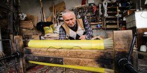 Muammer usta 62 yıldır hasır yastık üretiyor