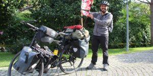 Babasının hastalığına dikkati çekmek için İsviçre'den Japonya'ya pedal çeviriyor