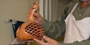 Yetiştirdiği kabakları sanat eserine dönüştürüyor