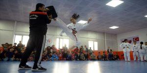 Savaşın mağdur çocukları geleceğin tekvando şampiyonu olmak istiyor