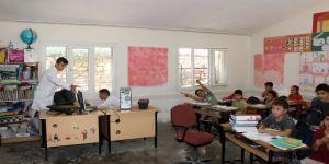 Hatay'da meslek lisesi öğrencileri köy köy dolaşıp bilgisayarları onarıyor