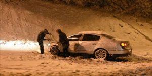 Kayseri ve Erzincan'da kar yağışı ulaşımı olumsuz etkiledi