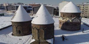 Kar yağışıyla beyaza bürünen Erzurum'da görsel şölen