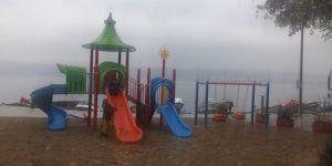 Vatandaş talep etti, sahil parkına oyun grubu kuruldu