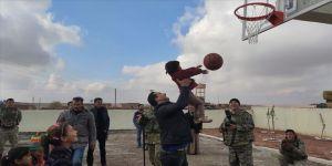 Barış Pınarı Harekatı bölgesindeki çocukların yüzü gülüyo