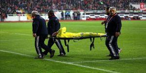 Fenerbahçeli futbolcu Sadık Çiftpınar sakatlığı nedeniyle sezonu kapattı
