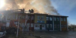 Sakarya'da okulda çıkan yangın kontrol altına alındı
