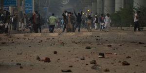 Hindistan'da üniversiteliler Vatandaşlık Yasasını protesto ediyor