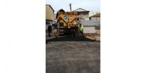 Fen İşleri  asfalt yama ve bariyer çalışması gerçekleştirdi