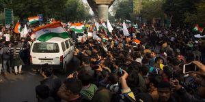 Hindistan'daki protestolara polis yasağı