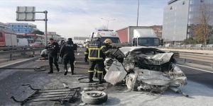 Gebze'de kaza ! Araç içerisinde sıkıştılar