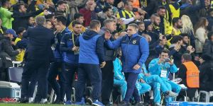 Fenerbahçe Teknik Direktörü Yanal: Fenerbahçe saldırılarla yıkılacak bir camia değil