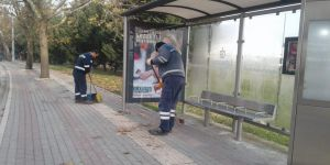 Kocaeli'de toplu taşıma durakları düzenli olarak temizleniyor