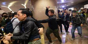 Hong Kong'da protestolar Noel akşamında da devam etti
