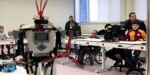 Kırklareli Üniversitesi Mühendislik Fakültesi tarafından özel gereksinimli çocuklara, robotik kodlama eğitimleri veriliyor.