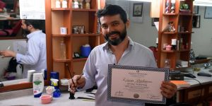 'Sosyolog berber'in okuma azmi üniversitelilere ödev konusu oldu