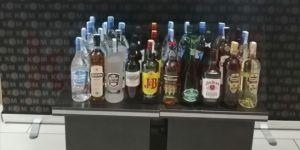 Gebze'de şişe ve damacanalarda kaçak içki yakalandı