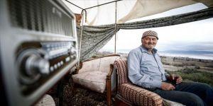 Mehmet dedenin Burdur Gölü manzaralı barakasında keyif dolu yaşamı