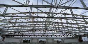 Darıca'nın dev spor salonunun çatısı geldi