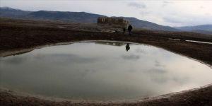 Baraj suları çekildi cami kalıntıları gün yüzüne çıktı