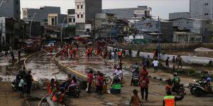 Endonezya'daki selde can kaybı artıyor