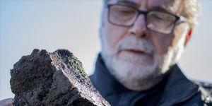 Volkanik taşlar Mahmut hocanın ellerinde sanat eserine dönüşüyor