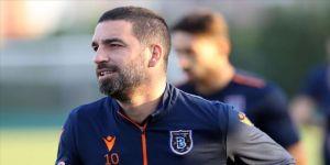 Beşiktaş Arda Turan'ın transfer edileceği haberlerini yalanladı