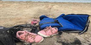 Çeşme'de teknenin batması sonucu ölen çocuklardan geriye ayakkabıları kaldı