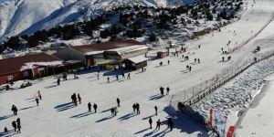 Erzincan Ergan Dağı Kayak Merkezi'nde hafta sonu yoğunluğu