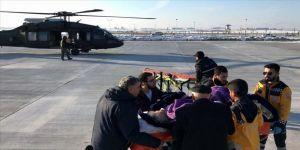 İnme teşhisi konulan kadının yardımına Mehmetçik helikopterle yetişti