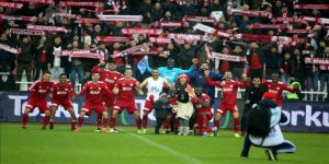 Lider Sivasspor'u ilk yarıda taraftarları yalnız bırakmadı