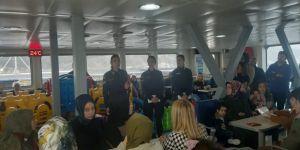 Jandarma ekiplerinden,Eskihisar-Topçular feribotunda kadına şiddete karşı bilgilendirme