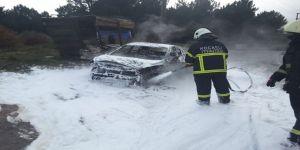 Gebze'de yanan araç kullanılamaz hale geldi