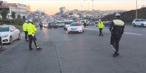 İstanbul'da çakarlı araç ve emniyet şeridi ihlal denetimi