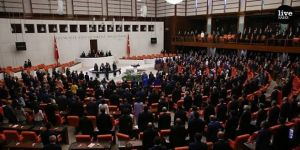 Meclis'te Koronavirüs Önergesi AKP ve MHP'nin Oylarıyla Reddedildi